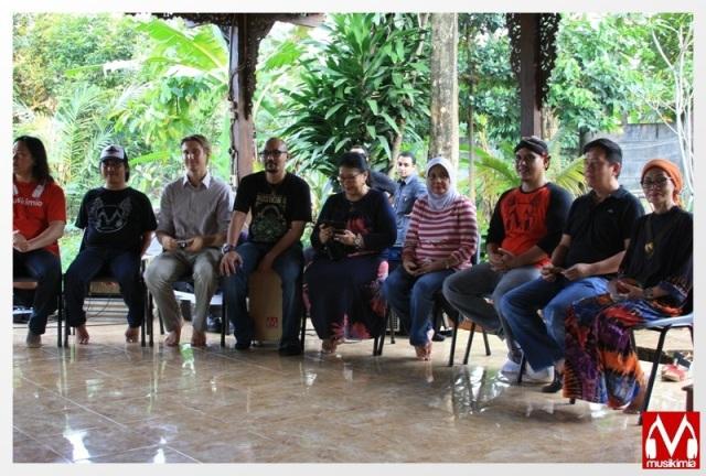 Musikimia bersama Perwakilan Yayasan Merah Putih, Sony Music, dan Bunda Rina